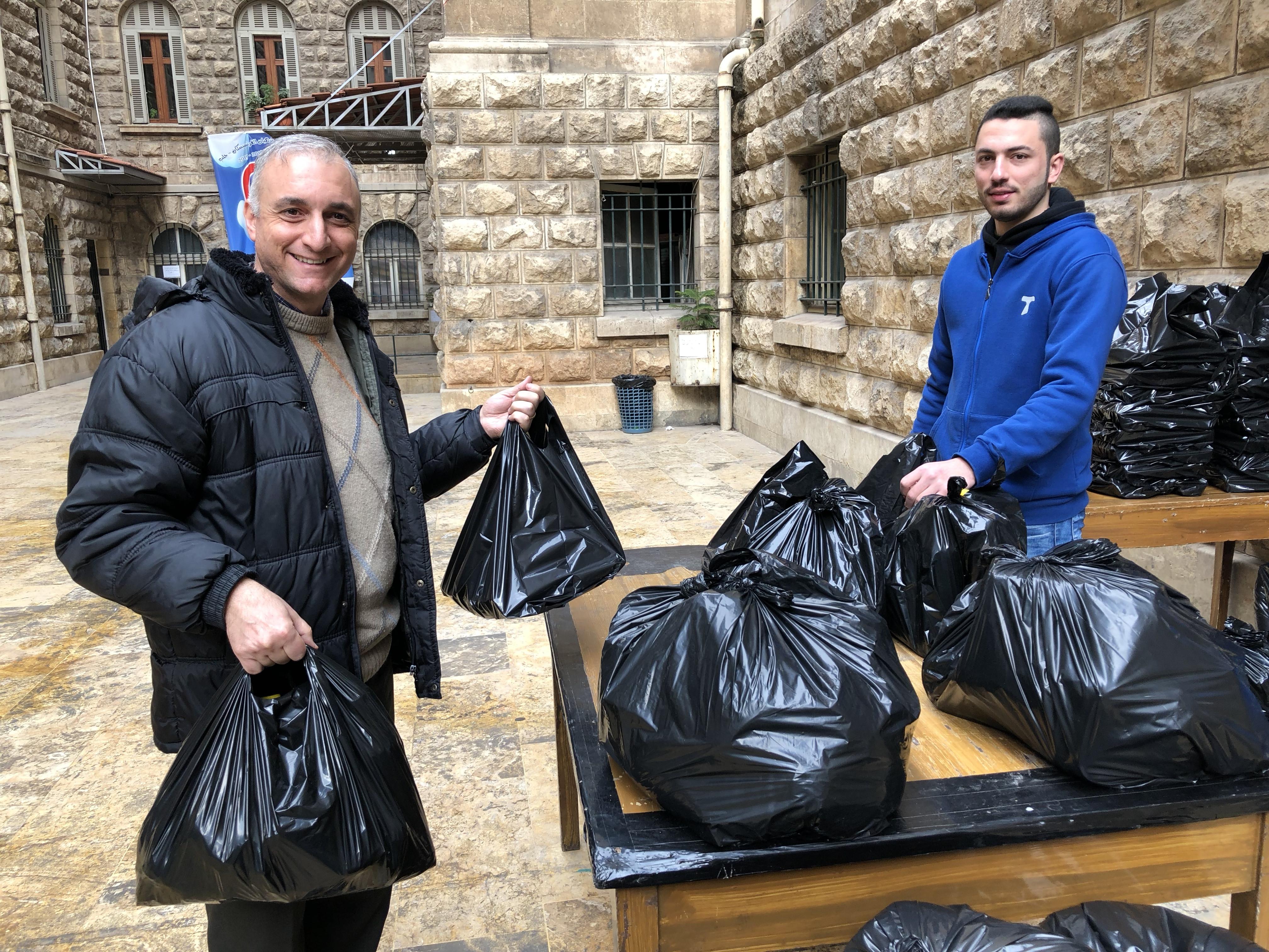 Caritas har blant annet drevet matutdeling i Damaskus. Foto: Val Morgan/SCIAF