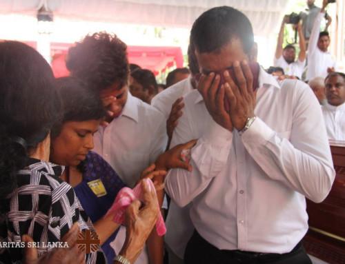 Massebegravelser på Sri Lanka etter terrorangrepet