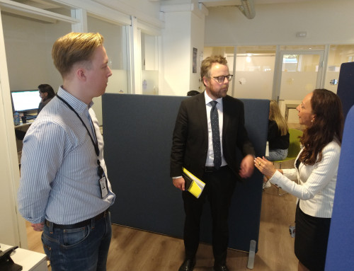 Arbeids- og sosialministeren på besøk hos Caritas Norge